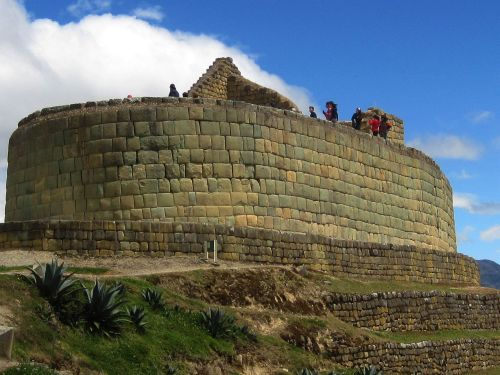 TOP 100 ECUADOR CULTURE FUN FACTS [INFORMATION]: Ingapirca Temple of the Sun with inca walls
